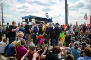 Blockade einer Rheinbrücke in Bonn (Brückentechnolgie) knapp 11.00 Demo-Teilnehmer/innen in Bonn